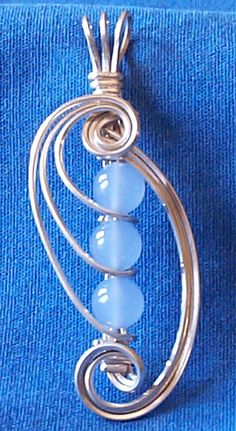 Wire Wrapped 3 Bead Pendant Tutorial by Robert Burton on BeadFX Square wire makes all the difference I think. love it! must try!