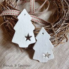 Simple Christmas Tree Clay Tags Ornaments (copy with salt dough) Clay Christmas Decorations, Christmas Clay, Homemade Christmas, Christmas Projects, Simple Christmas, Christmas Tree Ornaments, Holiday Crafts, Christmas Time, Spring Crafts