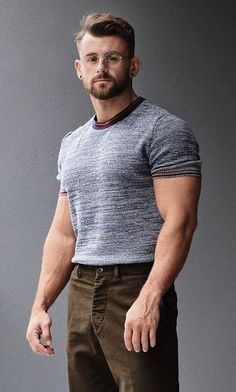 Best Casual Shirts, Tight Shirts, Mustache Men, Look Man, Men Store, Photography Poses For Men, Muscular Men, Hair And Beard Styles, Sexy Men