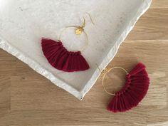 Le produit Boucles d'oreilles FANNY Bordeaux est vendu par Lili.C dans notre boutique Tictail.  Tictail vous permet de créer gratuitement en ligne un shop de toute beauté sur tictail.com