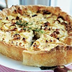 Goat cheese & onion quiche with thyme. Very delicious :) Dutch Recipes, Cooking Recipes, Quiches, My Favorite Food, Favorite Recipes, Greek Spinach Pie, Good Food, Yummy Food, Vegan Fish