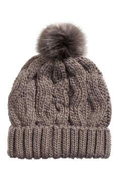 Top off your look and shop our hats for women. With a selection of winter hats and summer hats to choose from, discover the latest trends by H&M. Summer Hats, Winter Hats, H&m Sale, Cable Knit Hat, H&m Gifts, Powder Pink, Fashion Company, Hats For Women, Women's Accessories