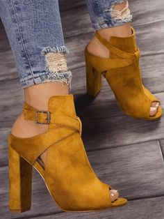 There are a world of assorted types of high heeled shoes, including pumps, platforms, sandals, wedges and high heeled boots for ladies. Pretty Shoes, Beautiful Shoes, Cute Shoes, Me Too Shoes, High Heel Boots, Heeled Boots, Shoe Boots, High Heels, Ankle Shoes