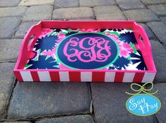 "Lilly Pulitzer ""Secret Garden"" monogrammed tray-my favorite book and movie Diy Projects To Try, Craft Projects, Preppy Girl, Arts And Crafts, Diy Crafts, Sorority Crafts, Old Suitcases, Lilly Pulitzer, Artsy"