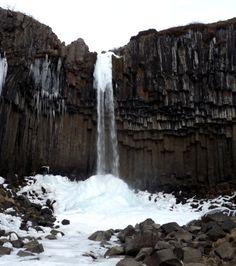 svartifoss-icicles-basalt-columns-broken-rocks-iceland.png (531×600)