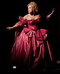 The coloratura soprano of the century, Diana Damrai as Countess Adele in Le Cpmpte Ory.
