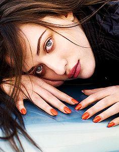 Kat Dennings - Flaunt by Warwick Saint, Autumn 2010 Kat Dennings, Beautiful Celebrities, Beautiful Actresses, Gorgeous Women, Beautiful People, Pretty People, 2 Broke Girls, Max Black, The House Bunny