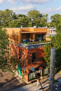 architecture project duplex montreal.  Third floor rowhome addition.