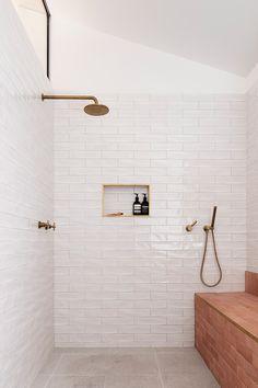 Home Interior Lighting TRIAS Architects raises Three Piece House on a red brick base.Home Interior Lighting TRIAS Architects raises Three Piece House on a red brick base Bad Inspiration, Bathroom Inspiration, Bathroom Renos, Small Bathroom, Modern Bathroom, Bathroom Ideas, Italian Bathroom, Bathroom Bin, Shared Bathroom