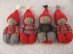 Love the colors used and the hats Knitted Doll Patterns, Knitted Dolls, Knitting Patterns Free, Crochet Toys, Knit Crochet, Crochet Patterns, Loom Knitting, Baby Knitting, Worry Dolls
