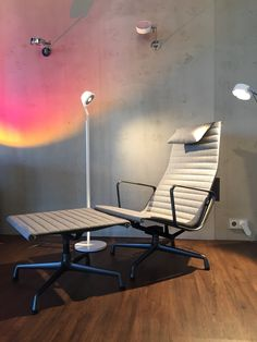 Endlich eingetroffen- Eames Chair 124 inkl Hocker EA 125  Limitiert F.A.Z