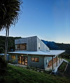 Modern Family Retreat House Inspired by New Zealand's Backcountry Huts 1