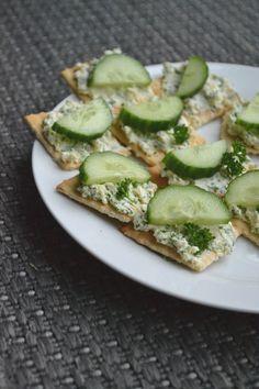 Om je (spelt)broodje of feestelijke toastje te beleggen, vonden we onlangs een recept voor een overheerlijke peterselie feta spread. Eenvoudig te bereiden!