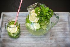 Voda s mátou, citronem, okurkou a zázvorem je skvělý drink na hubnutí!