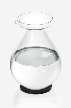Drop jug on lid/coaster by Sebastian Bergne  #SebastianBergne #Drop #glass #water