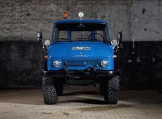 mercedes-benz unimog 4x4 restored to its former glory