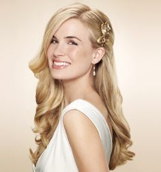 This is the exact look I want for our wedding but with roses on the comb if I can find one!