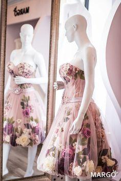 #flower #flowers #dress #flowerdress #dresswithflowers #springflowers #evening #evenintgress #powderpink #powder #pink #vintage #rose #roses #green #powdercolours #vintagecolours #peonies #hydrangea #cherryblossoms #blossoms #swarovski #pearls #swarovskipearls #50years #50 #white #vanillacolour #gradient #love #dreamdress #dream