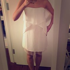 Bcbg maxazria white dress in size 2 very sexy and elegant dress, great condition ! You don't want to missed this BCBGMaxAzria Dresses