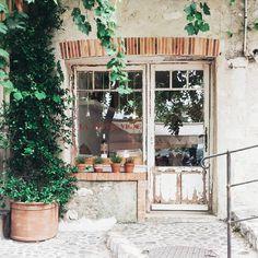Rustic Cafe, Rustic Western Decor, Rustic Restaurant, Rustic Farmhouse, Rustic Bench, Kitchen Rustic, Rustic Shelves, Rustic Outdoor, Rustic Theme