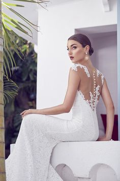 Santorini inspired bridal fashion. Credits in comment.