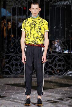 パリ・メンズコレクションで披露されたハイダー アッカーマンの2017春夏コレクションをチェック。