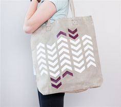Arrow Tote Bag made with Cricut Iron-on. Make It Now with the Cricut Explore machine in Cricut Design Space. Free project with the Cricut Explore One.