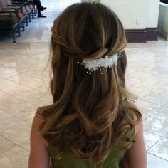 First Communion hairstyles festive hairstyles for little girls . Apr First Communion hairstyles festive hairstyles for little girls. Easy Party Hairstyles, Flower Girl Hairstyles, Little Girl Hairstyles, Wedding Hairstyles, Hair Styles For Confirmation, First Communion Veils, Communion Cakes, First Holy Communion, Communion Hairstyles