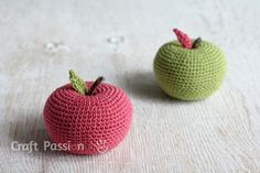 crochet apple pattern for free! This would be a cute present for teachers! I would put something(like a rock) inside ;so you could use it for a paper weight.