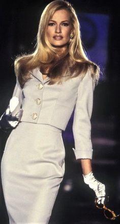 Karen Mulder - Atelier Versace Runway Show. 1996