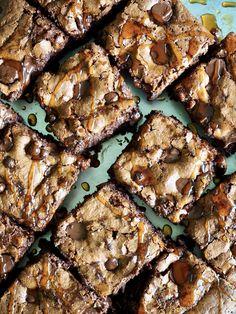 Lag brownies med godt modne bananer! Safte, myke brownies som nærmest smelter på tungen. Brownies, Nom Nom, Muffins, Sweet Treats, Food And Drink, Sweets, Cookies, Desserts, Recipes