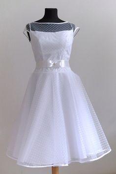ed6dc9410711 58 nejlepších obrázků z nástěnky svatební retro šaty