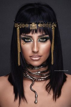 - Portrait Photography on Fstoppers disfraz egipcia Cleopatra Inspiration! - Portrait Photography on Fstoppers Cleopatra Halloween, Cleopatra Costume, Egyptian Costume, Egyptian Fashion, Egyptian Beauty, Ancient Egyptian Makeup, Egyptian Jewelry, Makeup Art, Beauty Makeup