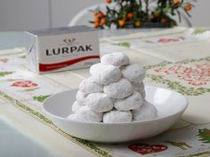 κουραμπιέδες Biscuit Cookies, Yams, Greek Recipes, Sweet Desserts, Biscuits, Cereal, Deserts, Dairy, Food And Drink