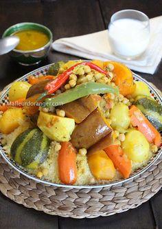 Le couscous, est un plat Berbère nait au Maghreb, on le trouve Au Maroc, en Algérie et en Tunisie et dans chacun de ces pays on trouve différentes façon de le préparer et de le garnir en version salée ou sucrée selon les régions ...