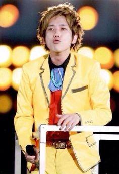 二宮和也.......I'll take that kiss :)