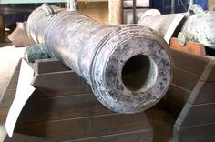 This cannon was captured by the US Army, from British troops at Fort George Upper Canada, 200 years ago today. It is in the collection at the Watervliet Arsenal Museum.