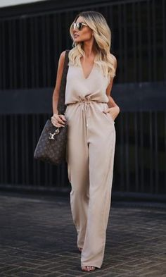 Designer Luxury Fashion for Men & Women Classy Outfits, Chic Outfits, Trendy Outfits, Cozy Winter Outfits, Summer Outfits, Fashion News, Fashion Trends, Luxury Fashion, Fashion Fashion