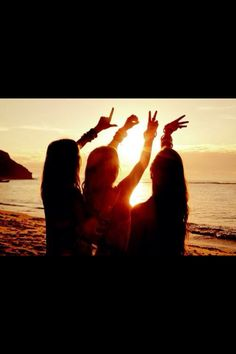 so true Friendship Best friends Best Friend Pictures, Bff Pictures, Friend Photos, Beach Pictures, Beach Pics, Photo Summer, Summer Of Love, Shooting Photo Amis, Friendship Photos
