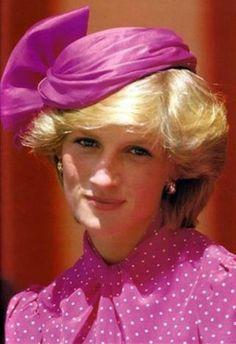 Camicia a pois e cappellino rosa