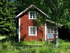 Eva H-höjden: Mitt lilla t orp är till salu! Swedish Cottage, Red Cottage, Small Cottages, Cabins And Cottages, Red Houses, Little Houses, Farm Lifestyle, Sweden House, Weekend House