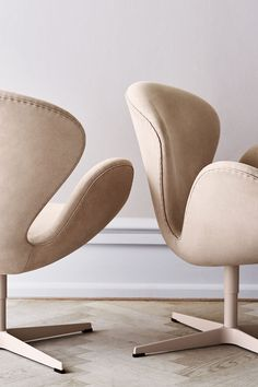 ARNE JACOBSEN, Swan Chair Limited edition with lacquered base and nubuck leather upholstery by Fritz Hansen, Denmark 2015 Arne Jacobsen Chair, Living Divani, Living Room, Modern Furniture, Furniture Design, Office Furniture, Swan Chair, Fritz Hansen, Danish Design
