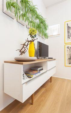 Malý byt 1+1 – HANÁK Olomouc Floating Nightstand, Table, Furniture, Home Decor, Floating Headboard, Decoration Home, Room Decor, Tables, Home Furnishings