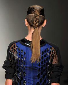 Ponytails: el hairstyle favorito para esta primavera David Koma  http://www.glamour.mx/articulos/la-cola-de-caballo-el-hairstyle-favorito-para-un-picnic/1427