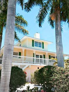Want to stay here for 4 luxurious nights?  Enter to win a vacation to Sirenia-Cove-Rental-House-in-Anna-Maria-Island Florida  #vacationhome #giveaway