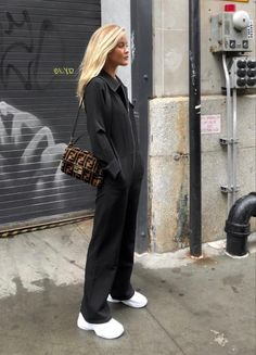 Suits with Sneakers ft. Dior Homme – AESTHETE Fashion 🦋NEW and affordable ways to wear the Suits and Sneakers Trend this season. Dior Homme +Bella Hadid Women's Fashion Women's Style Black Women Fashion, Look Fashion, Autumn Fashion, Fashion Outfits, Womens Fashion, Fashion Blogger Style, Fashion Bloggers, Fashion Styles, Stylish Outfits