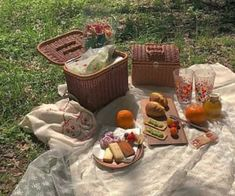 Imagen de aesthetic, food, and picnic Nature Aesthetic, Summer Aesthetic, Aesthetic Food, Disney Aesthetic, Aesthetic Outfit, Beige Aesthetic, Picnic Date, Summer Picnic, Spring Summer