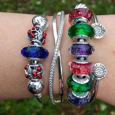 Time to put up the Christmas lights, and yes, there is still green grass in the background! #pandora #pandorabracelets #theofficialpandora #uniqueasyouare #galaxy #entwined #bangle #signature #brightcolours #shimmer #muranoglass #glassbeads #cherries #che