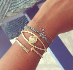 DIY macrame bracelet   http://honestlywtf.com/diy/diy-macrame-bracelet/