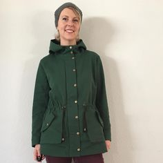 Style meets function with the Kelly Anorak pattern. A classic shape with a modern cut, it is lightweight and unlined, featuring gusseted pockets and a deep hood. Designed for cotton twills, denim and canvas. Sewing Patterns Free, Print Patterns, Free Sewing, Anorak Jacket, Rain Jacket, Waxed Canvas, Jacket Pattern, Sewing Clothes, Windbreaker